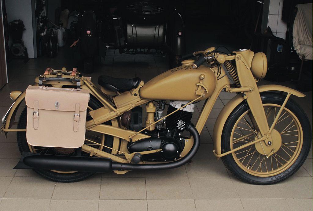 Oldtimer garage pojazdy zabytkowe części